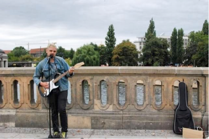 Playing on the Friedrichsbrücke, Berlin